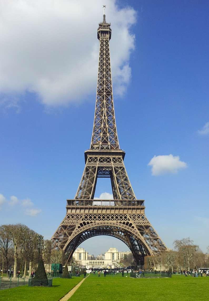 La torre eiffel se inagur el 31 de mazro de 1889 for Tour de barcelona a paris