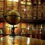 El 24 de març de 1895: a Barcelona, Valentí Almirall, complint l'encàrrec testamentari del periodista i dramaturg Rossend Arús, funda la Biblioteca Pública Arús, amb 25 000 volums.