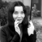 Carolyn Sue Jones: Amarillo, de Texas, 28 de abril de 1930 – West Hollywood, de California, 3 de agosto de 1983) fue una actriz estadounidense. Famosa mundialmente por la interpretación del personaje Morticia A. Addams en la serie The Addams Family.