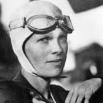 Amelia Mary Earhart (Atchison, Kansas, 24 de julio de 1897 – desaparecida en el océano Pacífico, 2 de julio de 1937)