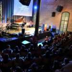 El Teatre-Auditori ha presentat , a l'Antiga Fàbrica d'Estrella Damm de Barcelona, els espectacles de la nova temporada amb 32 muntatges programats de febrer a maig de 2016