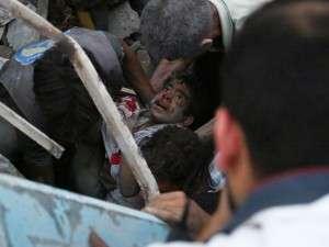joven-escombros-bombardeo-Douma-Siria_103250416_1343597_1706x1280