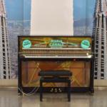 A partir d'aquest mes de febrer hi haurà un piano de cua a Universitat que anirà itinerant gràcies a la col.laboració entre el Concurs Maria Canals i TMB